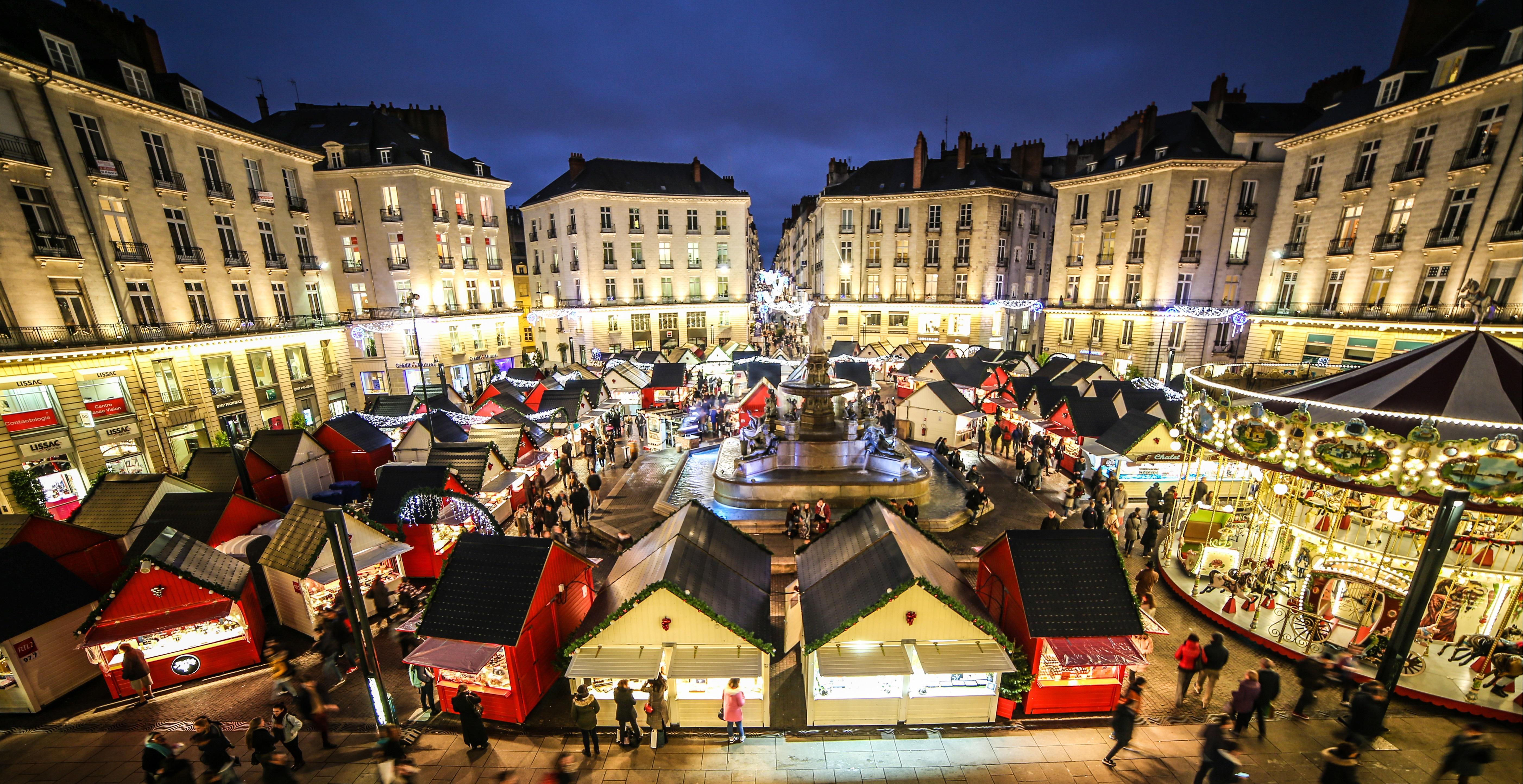 Les chalets du Marché de Noël de Nantes installés sur la Place Royale